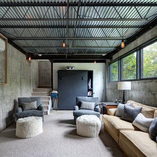 Réalisation d'un grand sous-sol urbain semi-enterré avec un mur gris, moquette, aucune cheminée et un sol gris.
