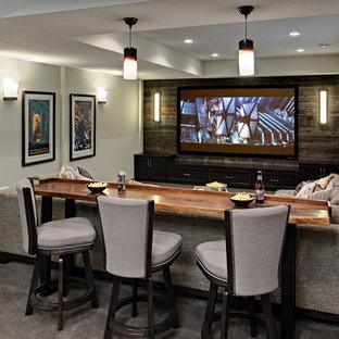 Idee per una taverna classica di medie dimensioni con sbocco, pareti grigie e moquette