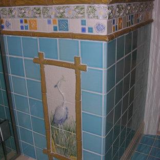 Exemple d'un sous-sol chic avec un sol turquoise.