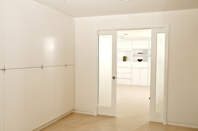 Contemporary Basement by Sun Design Remodeling Specialists, Inc.