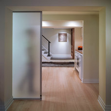 Contemporary Entry by Barnes Vanze Architects, Inc