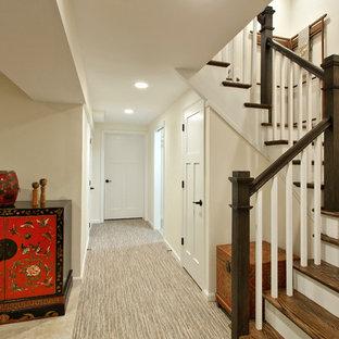 Idée de décoration pour un sous-sol asiatique enterré et de taille moyenne avec un mur beige, un sol en carrelage de céramique, aucune cheminée et un sol beige.