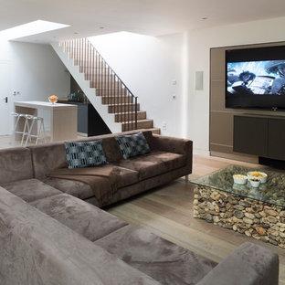 Diseño de sótano contemporáneo con paredes blancas
