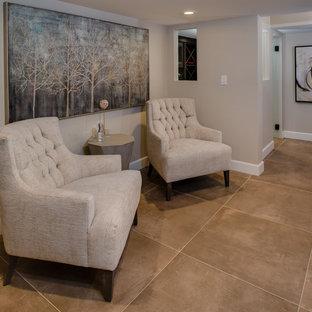 Idée de décoration pour un sous-sol design semi-enterré et de taille moyenne avec un mur beige, un sol en carrelage de porcelaine, une cheminée ribbon, un manteau de cheminée en pierre et un sol beige.