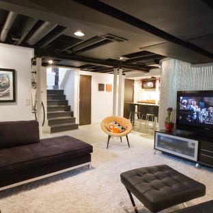Ejemplo de sótano en el subsuelo urbano con paredes blancas y suelo blanco
