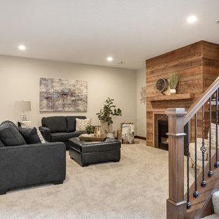 Großer Klassischer Hochkeller mit grauer Wandfarbe, Teppichboden, Kamin, Kaminumrandung aus Backstein und weißem Boden in Minneapolis