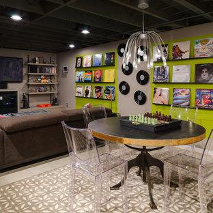 Ispirazione per una taverna minimal seminterrata di medie dimensioni con pareti multicolore, pavimento in terracotta e nessun camino
