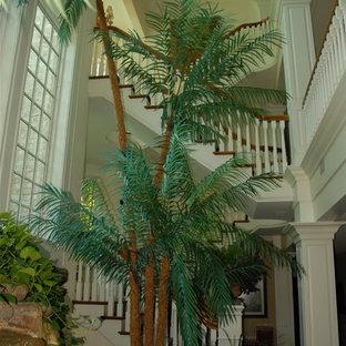 Idée de décoration pour un sous-sol tradition.