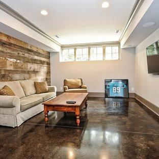 Réalisation d'un sous-sol champêtre semi-enterré et de taille moyenne avec un mur blanc, béton au sol et un sol marron.