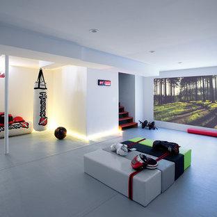 Aménagement d'un sous-sol moderne.