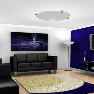 Idées déco pour un sous-sol classique enterré et de taille moyenne avec un mur violet, un sol en bois clair, aucune cheminée et un sol marron.