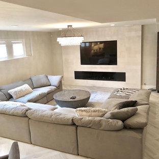 Exempel på en mellanstor modern källare utan fönster, med beige väggar, klinkergolv i porslin, en standard öppen spis, en spiselkrans i sten och grått golv