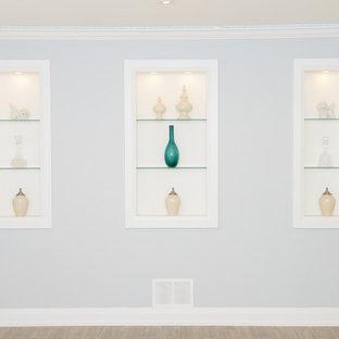 Idée de décoration pour un grand sous-sol design semi-enterré avec un mur bleu, un sol en carrelage de porcelaine et une cheminée standard.
