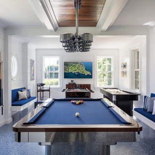 Idée de décoration pour un grand sous-sol design donnant sur l'extérieur avec un mur blanc, un sol bleu et salle de jeu.