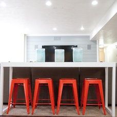 Contemporary Kitchen by LIV Showroom