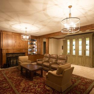Idée de décoration pour un sous-sol tradition avec un mur marron, un sol en calcaire, une cheminée standard et un manteau de cheminée en pierre.