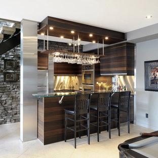 Ispirazione per una taverna design con pareti grigie, pavimento con piastrelle in ceramica e pavimento bianco