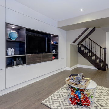 Leaside, Toronto | High gloss TV wall and Office