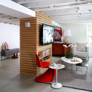 Inspiration pour un sous-sol design semi-enterré avec un mur blanc, aucune cheminée et un sol gris.