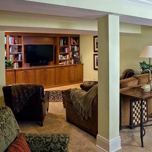 Inspiration för en mycket stor vintage källare utan fönster, med klinkergolv i porslin och gula väggar