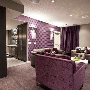 Exemple d'un sous-sol chic avec un sol violet.