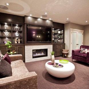 Idée de décoration pour un sous-sol tradition avec un sol violet.