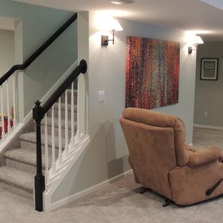 Inspiration för en mellanstor vintage källare utan ingång, med grå väggar och heltäckningsmatta