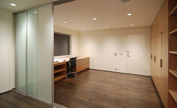 Modern Basement by BUILD LLC