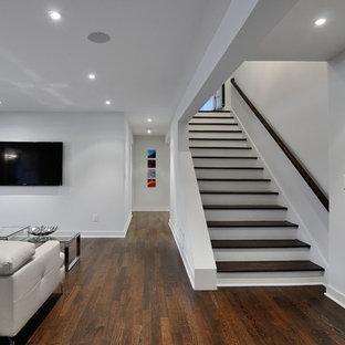 Cette photo montre un sous-sol moderne.