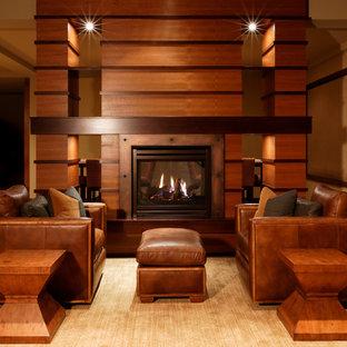 Aménagement d'un très grand sous-sol contemporain donnant sur l'extérieur avec un mur beige, moquette et un manteau de cheminée en métal.