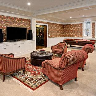 Exemple d'un grand sous-sol chic donnant sur l'extérieur avec un mur multicolore, moquette, une cheminée standard, un manteau de cheminée en brique et un sol beige.