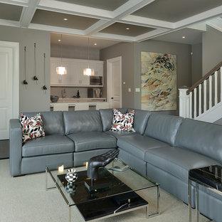 Idées déco pour un sous-sol classique enterré avec un mur gris et un sol gris.