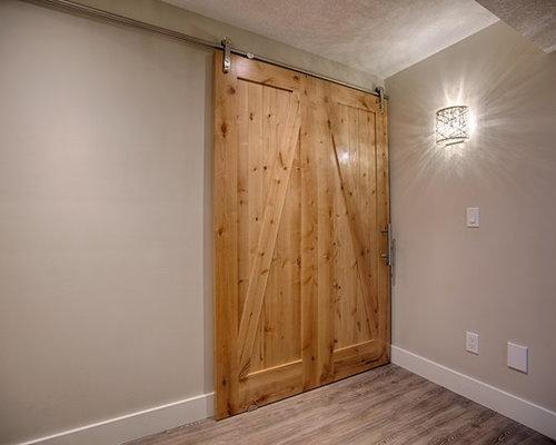 photos et id es d co de sous sols semi enterr s avec un manteau de chemin e en brique. Black Bedroom Furniture Sets. Home Design Ideas