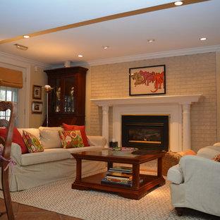 Cette image montre un sous-sol traditionnel de taille moyenne avec un mur jaune, un sol en carreau de terre cuite et une cheminée standard.