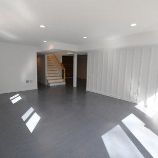 Foto de sótano con puerta panelado, retro, grande, panelado, con paredes blancas, suelo de cemento, suelo gris y panelado