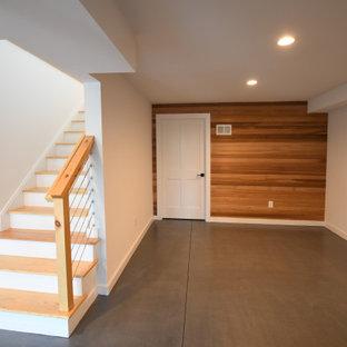 Ejemplo de sótano con puerta panelado, vintage, grande, panelado, con paredes blancas, suelo de cemento, suelo gris y panelado