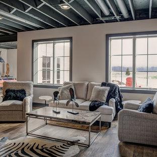 Großes Landhausstil Souterrain ohne Kamin mit Vinylboden in Cleveland