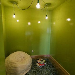 Idée de décoration pour un sous-sol bohème.