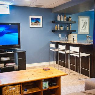 Idée de décoration pour un sous-sol design enterré et de taille moyenne avec un mur bleu, moquette et aucune cheminée.