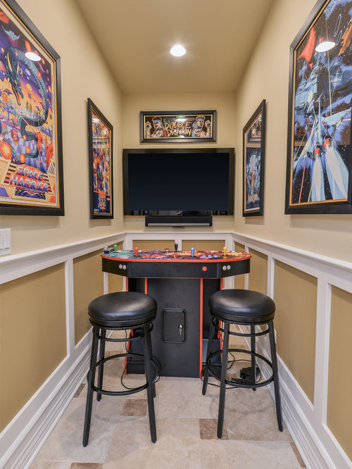 Basement   Traditional Basement Idea In Chicago With Beige Walls