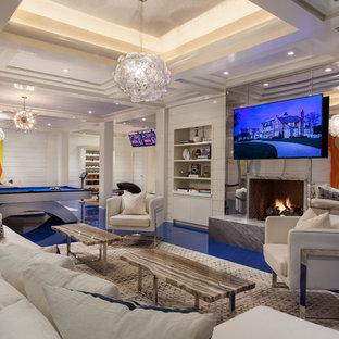 Exemple d'un sous-sol tendance avec un mur blanc, une cheminée standard, un sol bleu et un manteau de cheminée en métal.