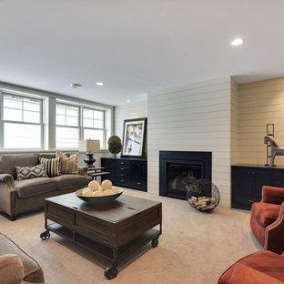 Inspiration pour un grand sous-sol design enterré avec un mur gris, moquette, une cheminée standard et un manteau de cheminée en métal.