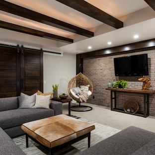 Idée de décoration pour un sous-sol tradition donnant sur l'extérieur et de taille moyenne avec un mur gris, moquette et aucune cheminée.