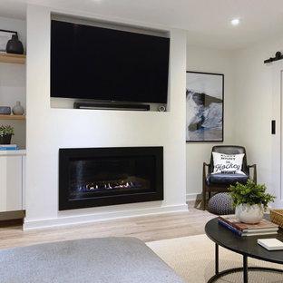 Idées déco pour un sous-sol contemporain enterré avec un mur blanc, un sol en vinyl, une cheminée standard et un manteau de cheminée en plâtre.