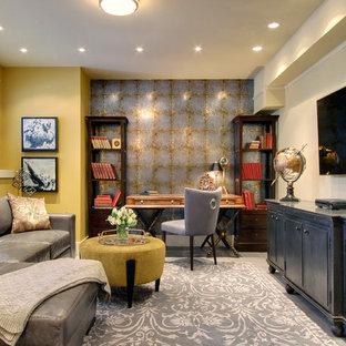 Esempio di una piccola taverna chic seminterrata con pareti gialle e pavimento in gres porcellanato