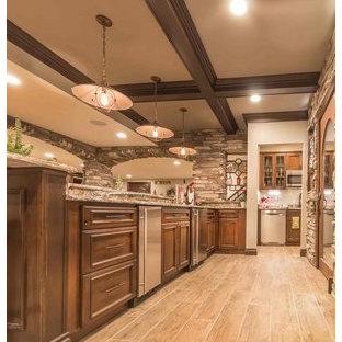 Idée de décoration pour un grand sous-sol craftsman semi-enterré avec un mur beige, un sol en carrelage de céramique, une cheminée standard, un manteau de cheminée en pierre et un sol multicolore.