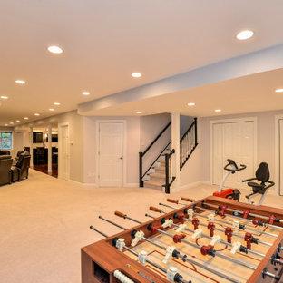 Inspiration pour un grand sous-sol design semi-enterré avec un mur gris, un sol en vinyl, aucune cheminée et un sol rouge.