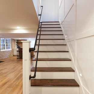 Свежая идея для дизайна: большой подвал в стиле лофт с выходом наружу, синими стенами, полом из ламината, стандартным камином, фасадом камина из дерева и коричневым полом - отличное фото интерьера