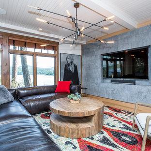 Cette image montre un sous-sol design donnant sur l'extérieur et de taille moyenne avec un mur blanc, un sol en bois brun, aucune cheminée et un sol marron.