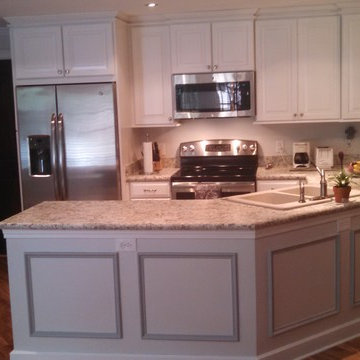 Winchester Maple Square In Linen Finsh From Shenandoah Cabinetry